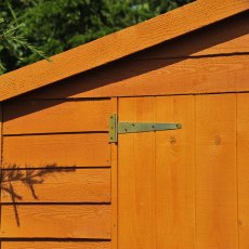 Shire 20 x 10 Overlap Workshop Shed - Windowless - door hinge and cladding