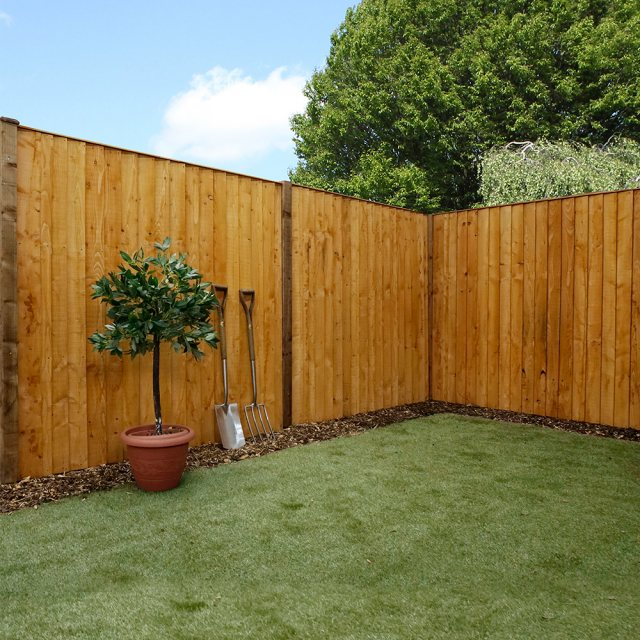 Vertical Feather Edge (Flat Top) Fencing