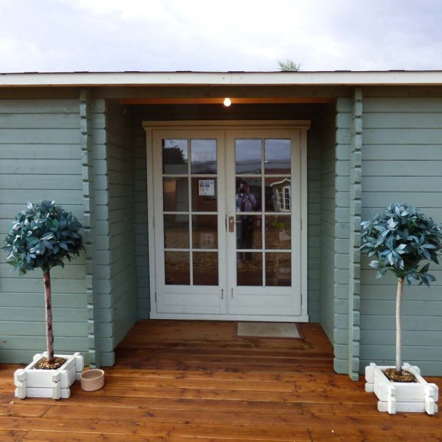 26 x 14 Shire Elveden Log Cabin - Welcoming entrance