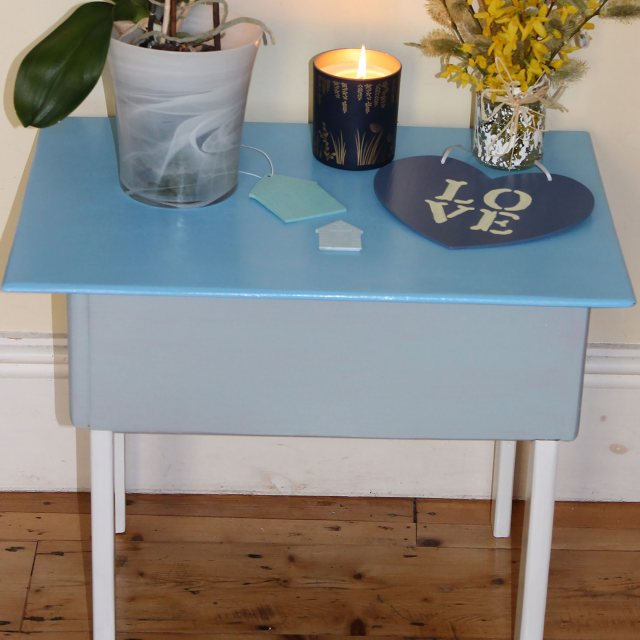 Thorndown Wood Paint 750ml- Greylake - Painted on table