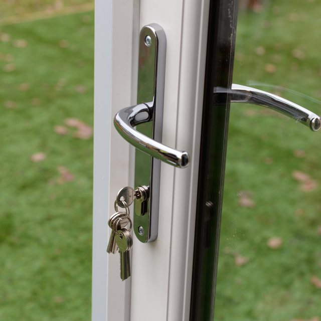 8x9 Forest Xtend 2.5+ Insulated Garden Office - close up on internal door handle